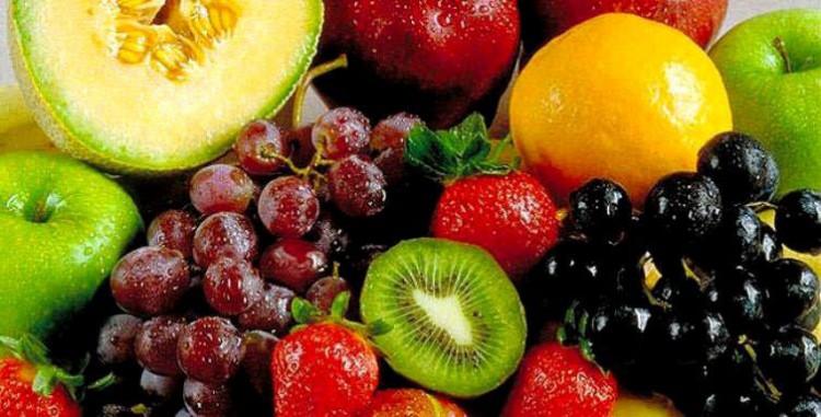 Fruta para diabéticos – diferencia entre jugos y fruta fresca entera - estudio -