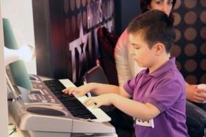 """Pequeño niño sirio refugiado impacta en """"Arabs go talent"""""""