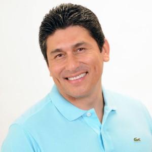 Dr. César Lozano