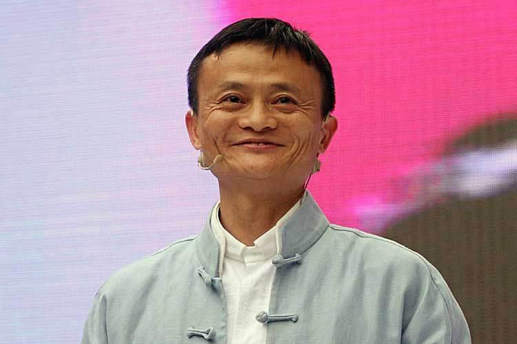Despedido de McDonald's es ahora el chino más rico