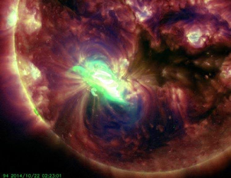 Una gran mancha solar apunta hacia la tierra