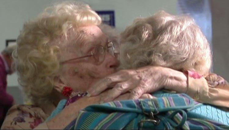 Madre e hija se reúnen después de 82 años