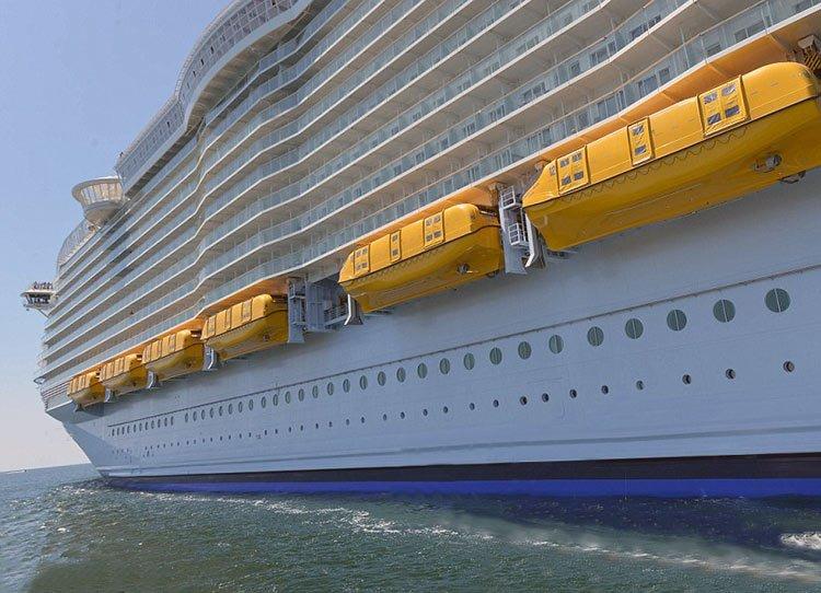 Millonario compra un crucero para los indigentes