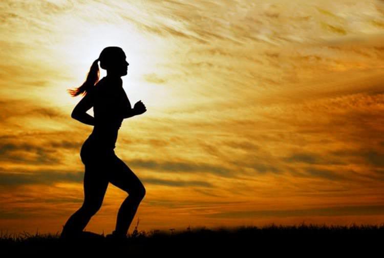 Qué comer y beber antes, durante y después de correr