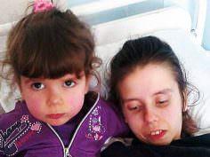 Joven madre despierta del coma después de 7 años