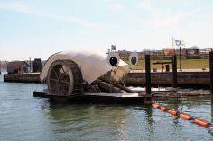 Rueda solar para la basura limpia puerto de Baltimore