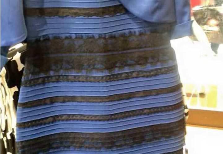 Qué color de vestido ve usted? ¿Azul o blanco?