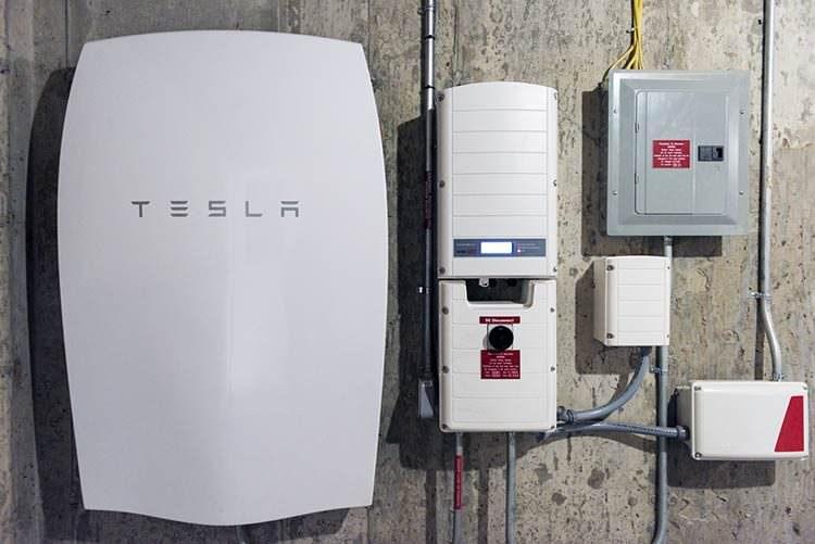 Tesla envía cientos de baterías a Puerto Rico