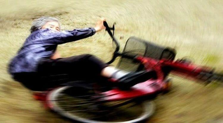 Fotógrafa Famosa de 89 años se burla de sí misma en tontos Autorretratos