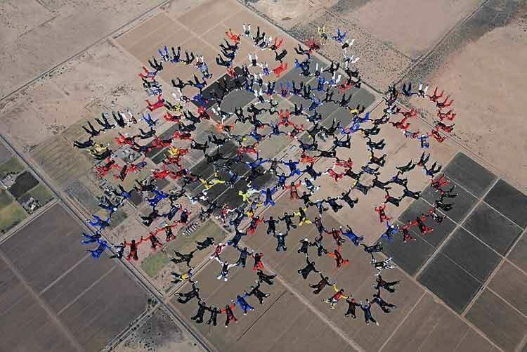Record Mundial de Paracaidismo - 217 personas -